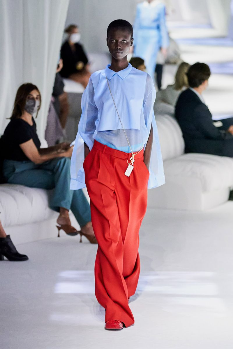 Модная блузка весна-лето 2021 из коллекции Fendi