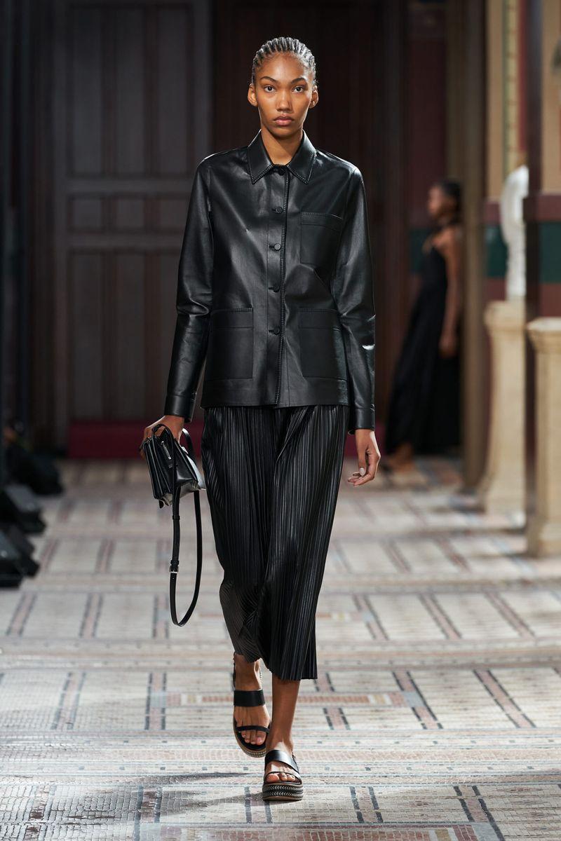 Модная блузка весна-лето 2021 из коллекции Gabriela Hearst