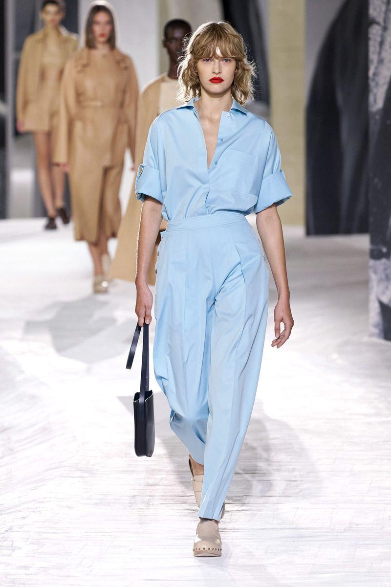 Модные женские широкие брюки сезона весна-лето 2021 из коллекции Hermes