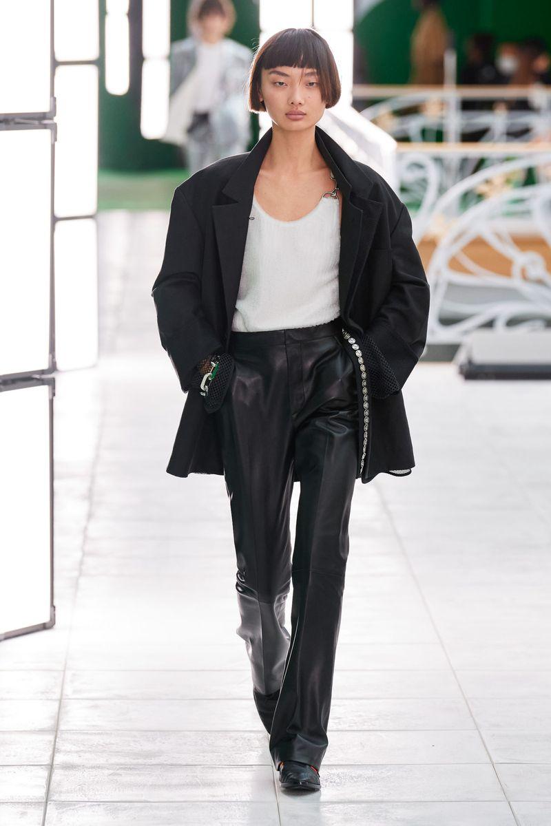Модные женские брюки весна-лето 2021 из коллекции Louis Vuitton
