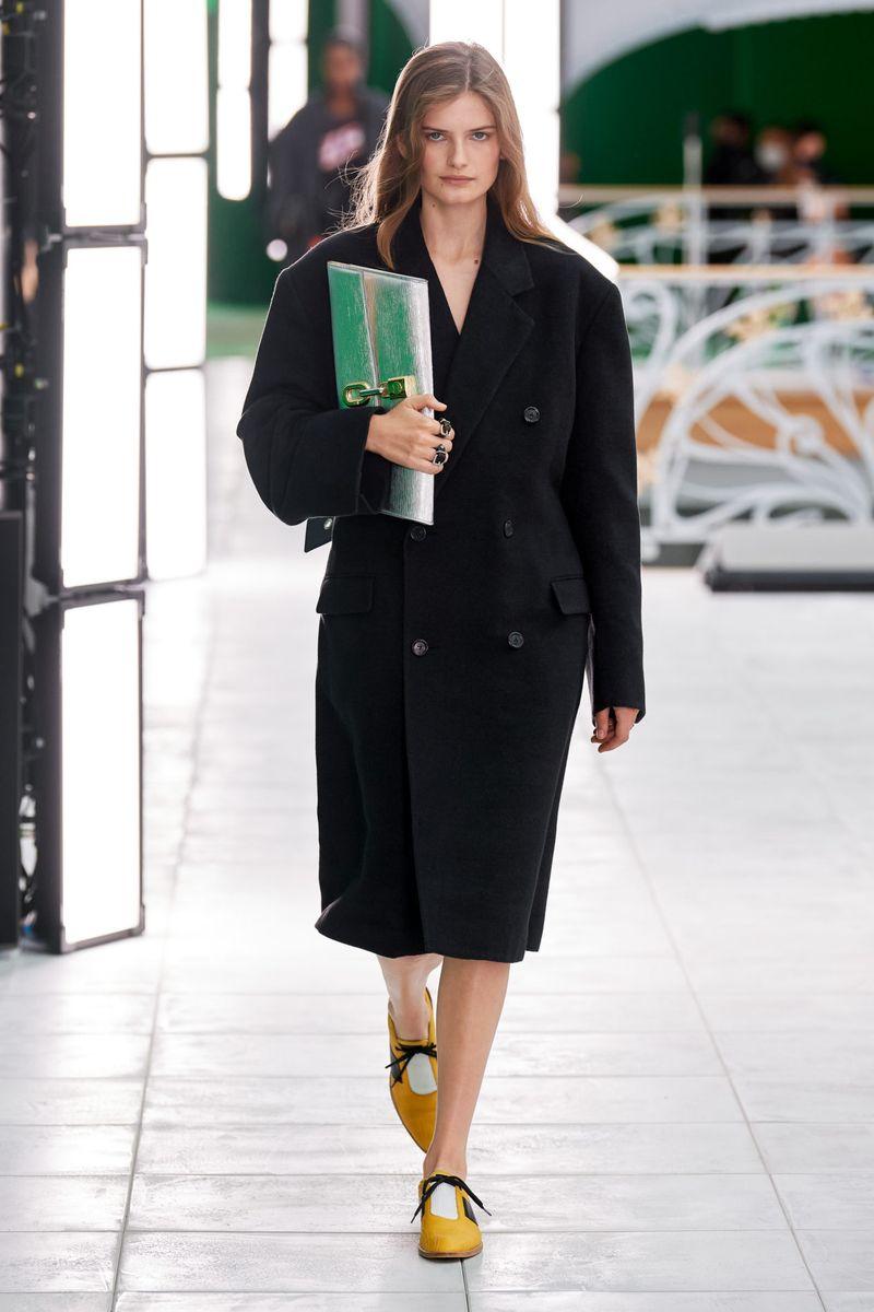Модная тенденция весна-лето № 5 –двубортное пальто-пиджак. Коллекция Louis Vuitton