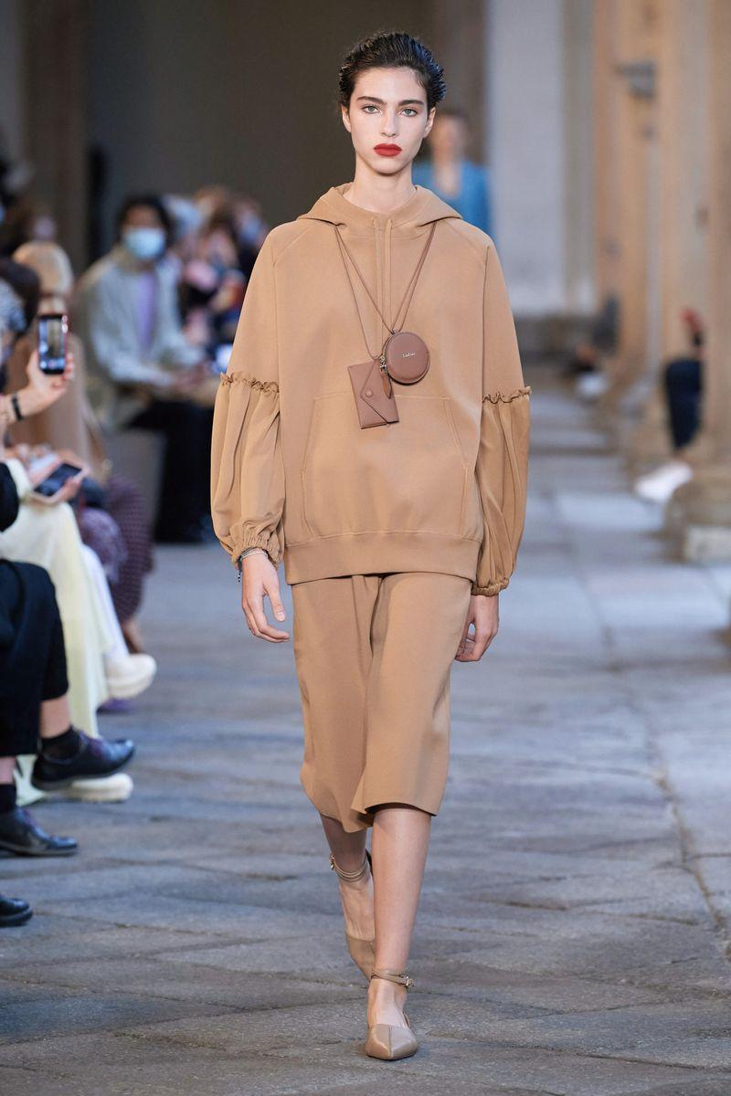 Модное худи весна-лето 2021 из коллекции Max Mara
