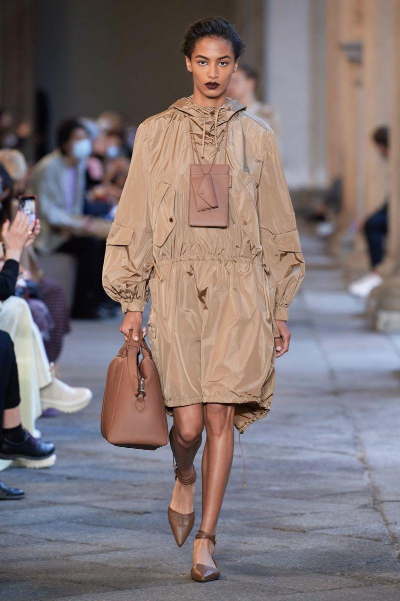 Модная спортивная куртка на весну 2021 из коллекции Max Mara