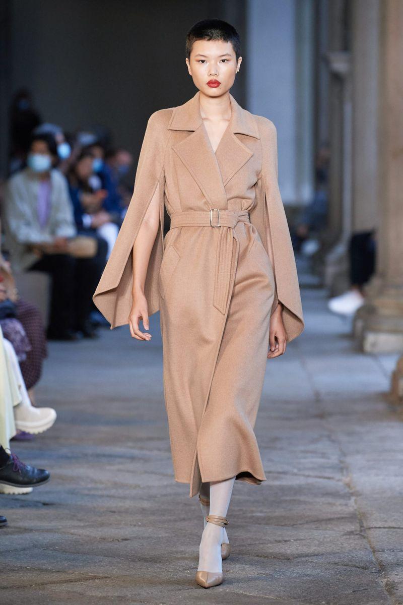 Модная тенденция весна-лето № 2 –модное пальто с акцентными рукавами. Коллекция Max Mara