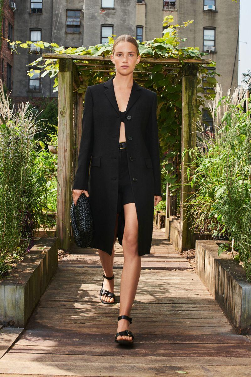 Модная тенденция весна-лето № 4 –пальто прямого кроя. Коллекция Michael Kors Collection
