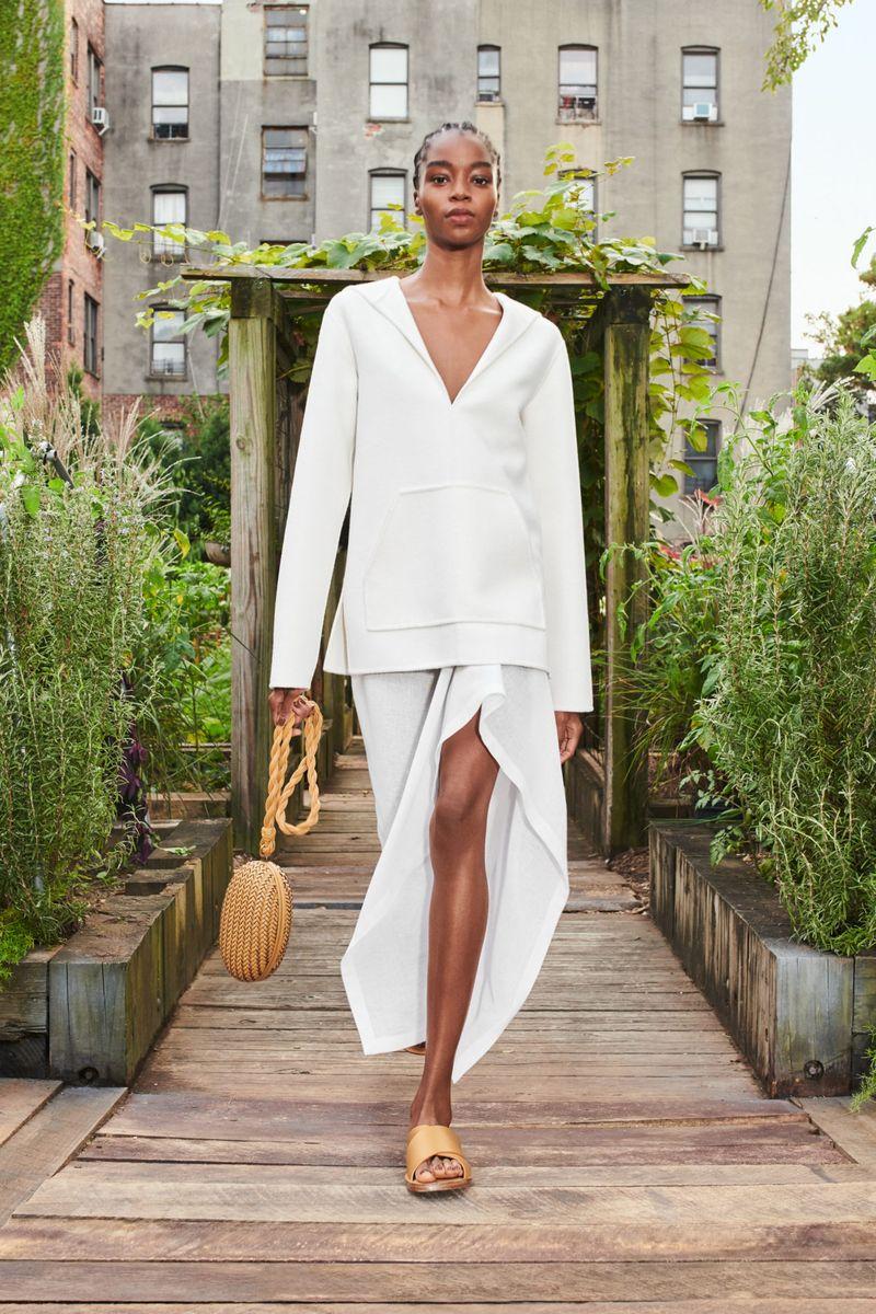 Модное худи весна-лето 2021 из коллекции Michael Kors
