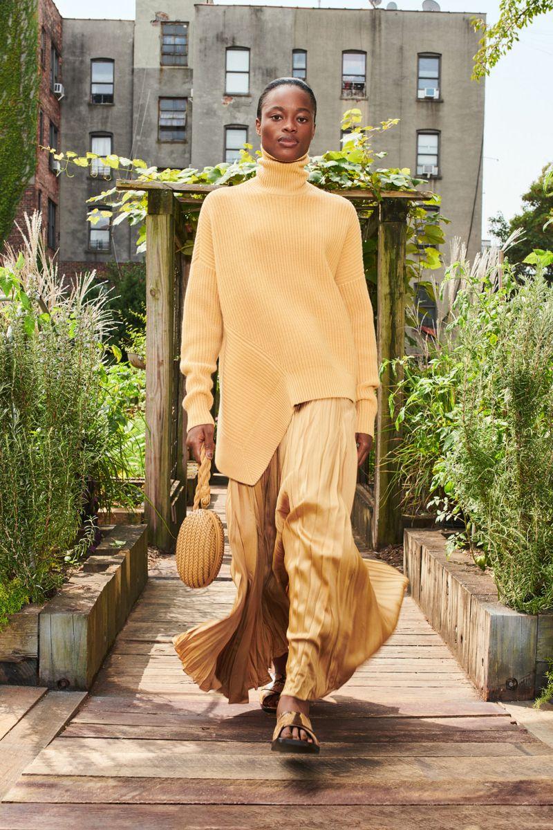 Модный удлиненный свитер весна-лето 2021 из коллекции Michael Kors