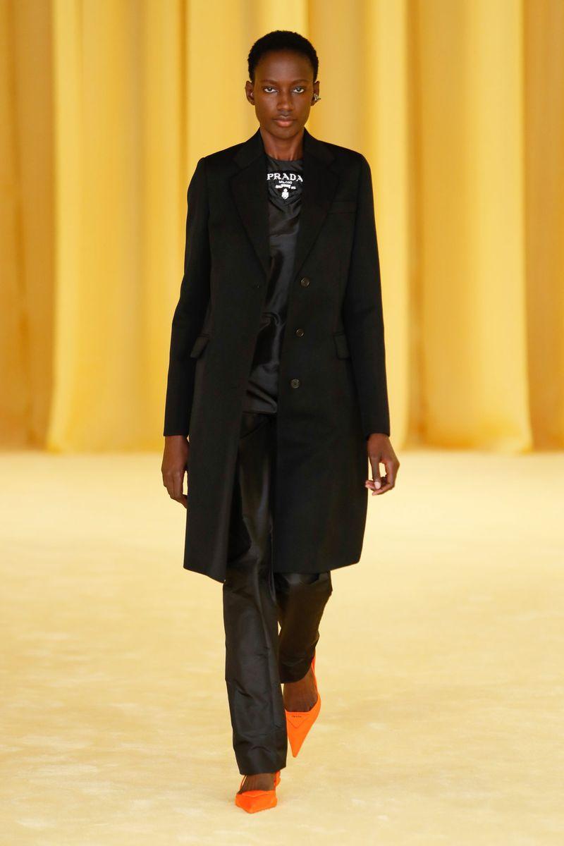 Модная тенденция весна-лето № 4 –пальто прямого кроя. Коллекция Prada