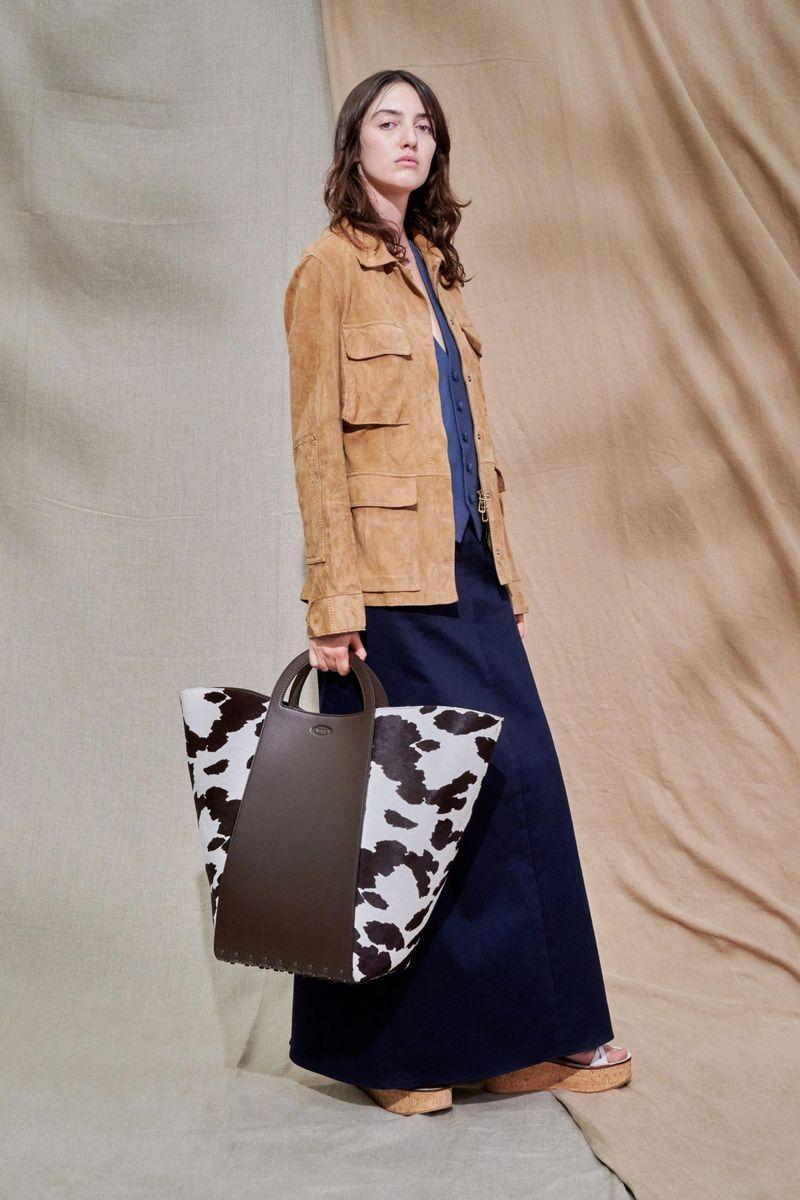 Модная куртка в стиле сафари с накладными карманами на весну 2021 из коллекции Tod's
