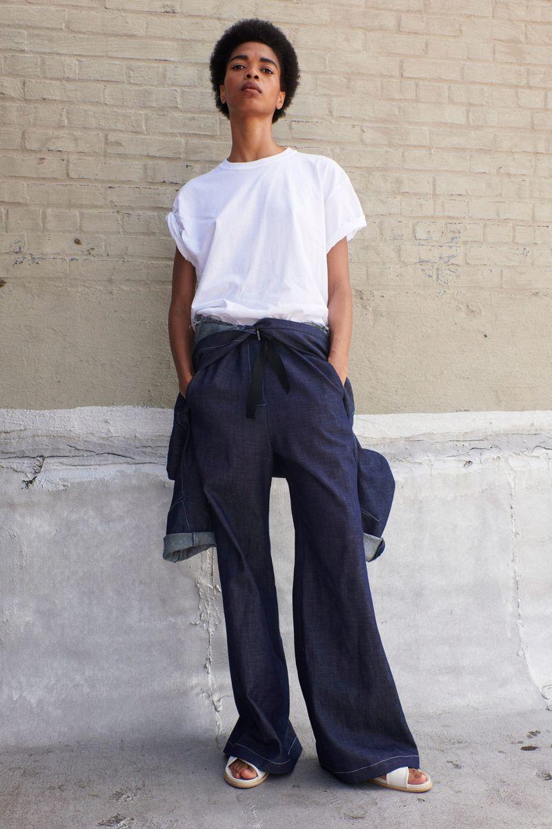 Модные брюки клёш сезона весна-лето 2021 из коллекции Zero + Maria Cornejo
