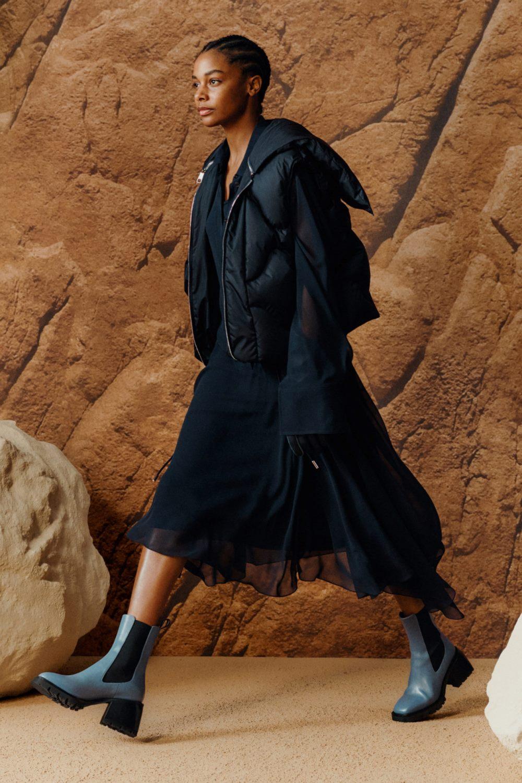 Модные тренды в женской обуви осень-зима 2021-2022 - челси на каблуке. Образ из коллекции Boss Hugo Boss.