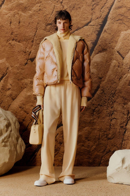Модные тренды в верхней одежде осень-зима 2021-2022 - фигурная стёжка. Образ из коллекции Boss Hugo Boss.