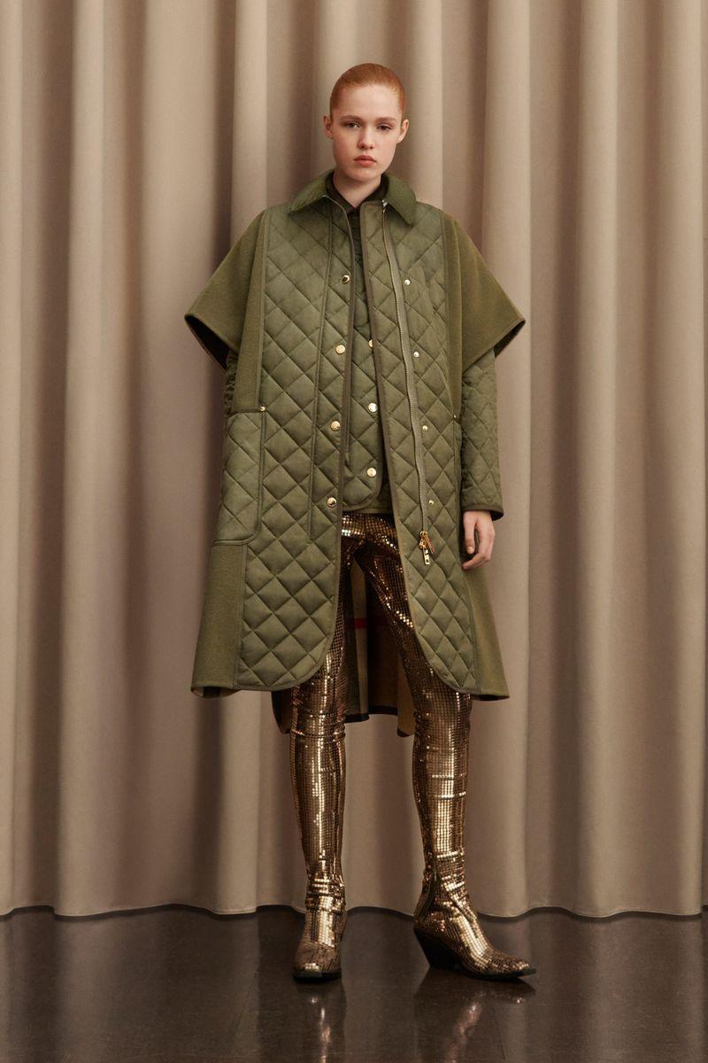 Модное пальто осень-зима 2021-2022 из коллекции Burberry