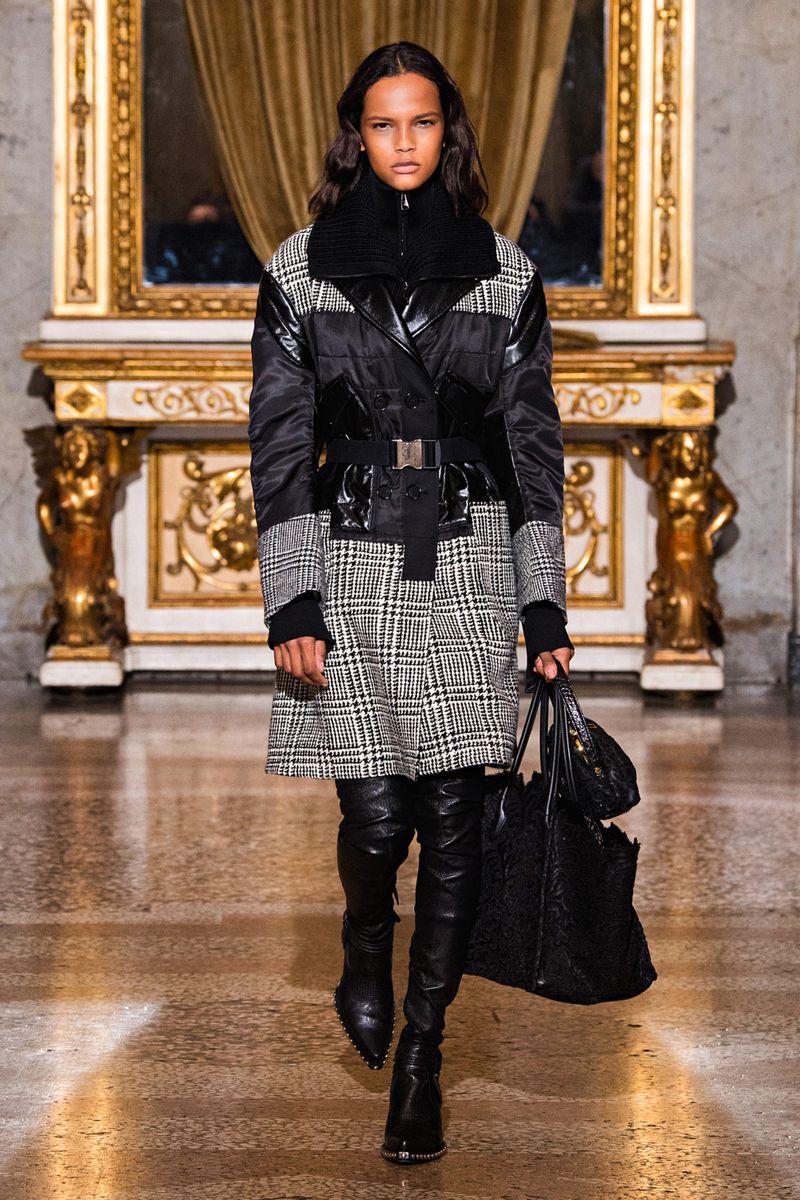 Модное пальто осень-зима 2021-2022 из коллекции Ermanno Scervino