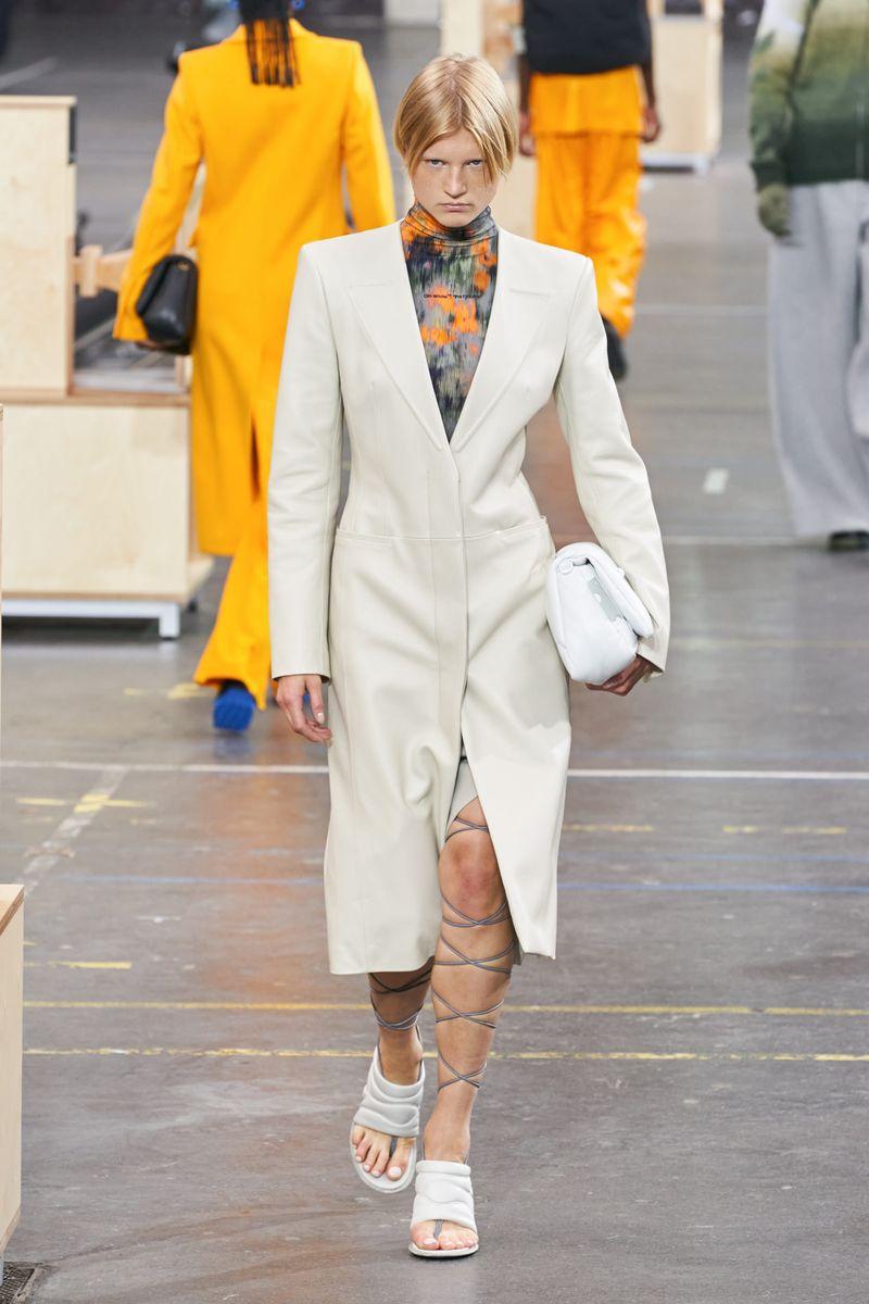 Модное пальто осень-зима 2021-2022 из коллекции Off-white